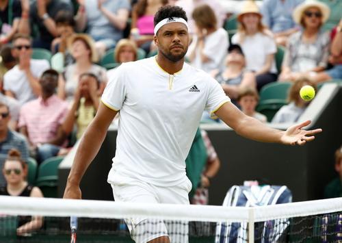 Djokovic lạnh lùng thoát hiểm, Federer chờ đối đầu tiểu Federer - Ảnh 1.