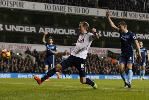 Harry Kane ghi bàn trong tư thế việt vị ở hiệp một