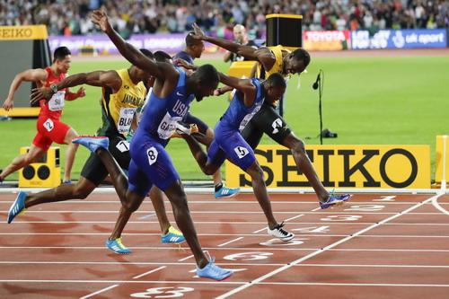 Lần cuối đua tài 100m, tượng đài Usain Bolt thảm bại - Ảnh 3.