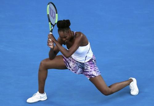 Venus gây nhiều khó khăn cho cô em Serena