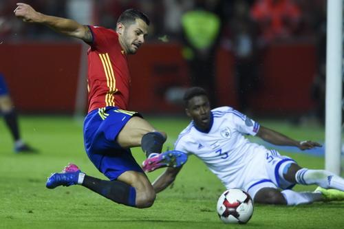 Vitolo có bàn thắng cho riêng mình cuối hiệp 1