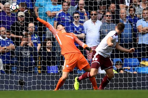 Nhận 2 thẻ đỏ, nhà vô địch Chelsea thua thảm sân nhà - Ảnh 3.
