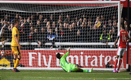 Theo Walcott lọt vào danh sách 18 chân sút có 100 bàn thắng cho Arsenal