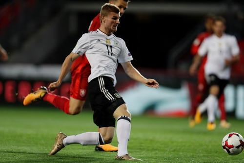 Anh, Đức nhọc nhằn sân khách, vé World Cup vẫn phải chờ - Ảnh 6.