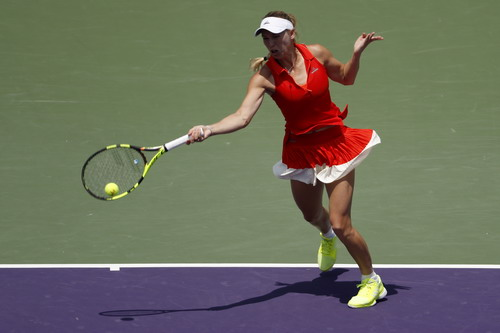 Cựu số 1 thế giới Wozniacki thi đấu đầy nỗ lực