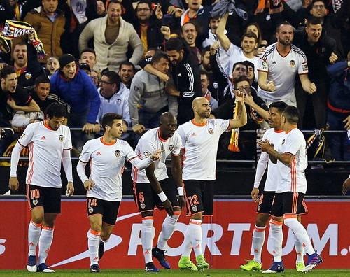 Valencia giải cứu chính mình, cứu cả La Liga