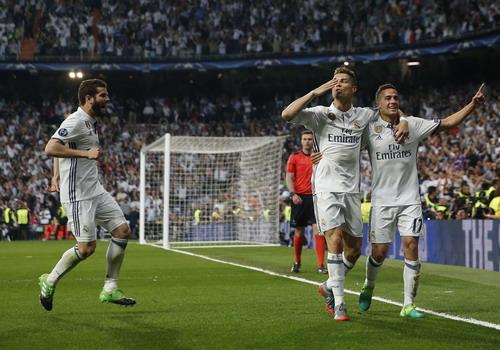 Ronaldo hóa siêu nhân trong mắt khán giả Madrid