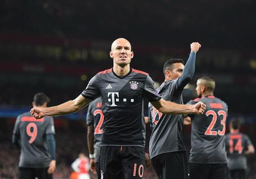 Robben ghi bàn như ở lượt đi