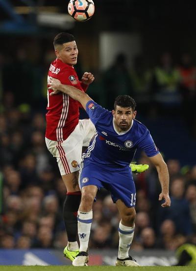 Trung vệ Marcos Rojo lên công về thủ