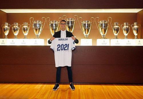 Ronaldo sẽ thi đấu đến năm 2021 cho Real Madrid