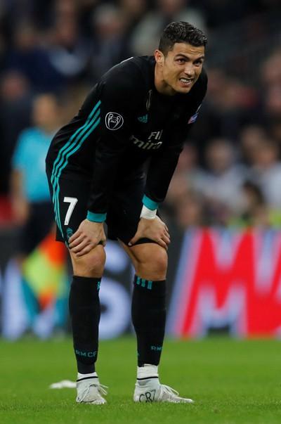 Ronaldo đang bị cô lập ở Real Madrid - Ảnh 1.