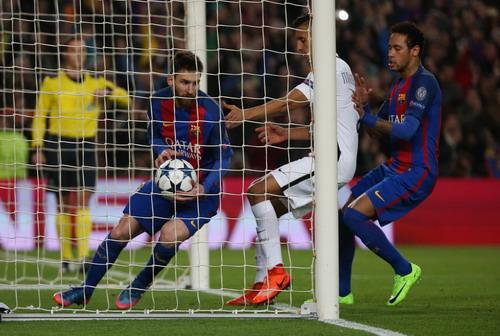 Messi sút thắng phạt đền phút 50