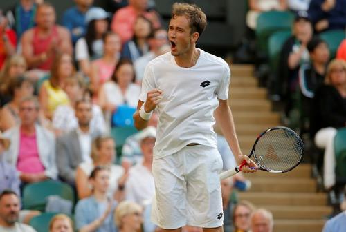 Stan Wawrinka thua bẽ mặt, Nadal thắng trận mở màn Wimbledon - Ảnh 2.