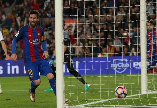 Lionel Messi đưa Barcelona dẫn trước 2 bàn