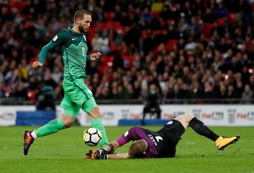 Hậu vệ tỏa sáng phút 90+4, tuyển Anh có vé dự World Cup - Ảnh 2.