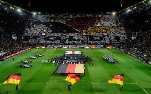 Sân Iduna Signal kín khán giả trong trận giao hữu Đức - Anh