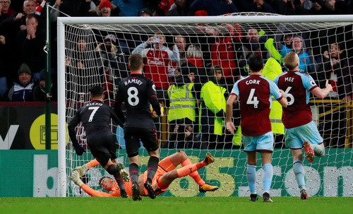 Man City thoát hiểm ở vòng đấu kỳ lạ giải Ngoại hạng - Ảnh 7.