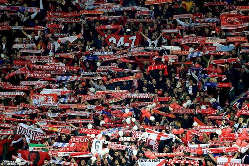 CĐV Sevilla tràn ngập thành phố Leicester