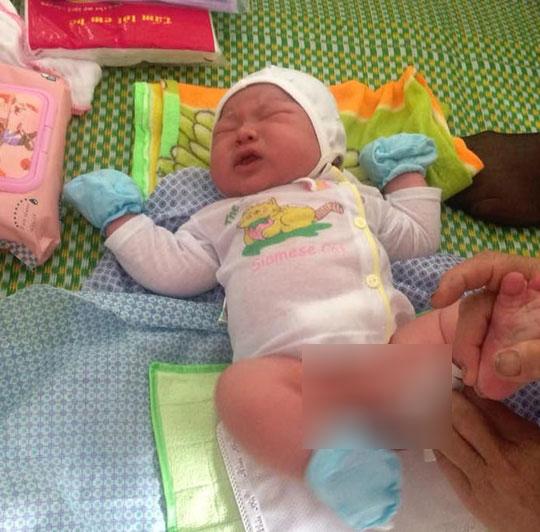 Kỷ lục: Bé trai sơ sinh nặng 7,1 kg ở Vĩnh Phúc - Ảnh 1.