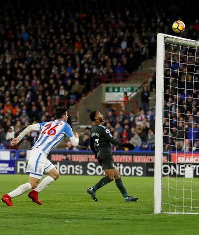 Man City thoát hiểm ở vòng đấu kỳ lạ giải Ngoại hạng - Ảnh 4.