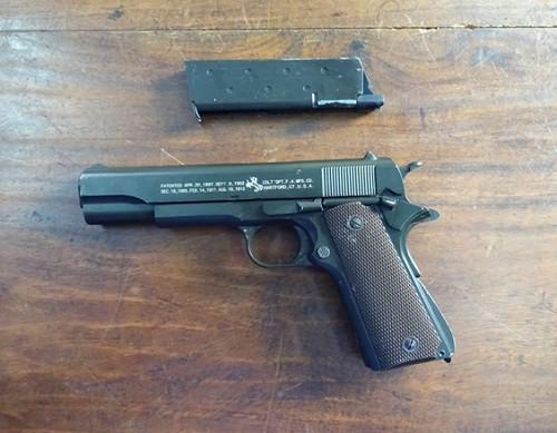 2 nhóm dùng súng, mìn giải quyết mâu thuẫn như phim - Ảnh 2.