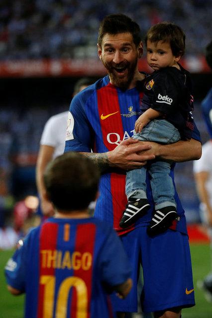 Loạt ảnh con sao Barcelona đáng yêu ở Cúp Nhà vua - Ảnh 4.