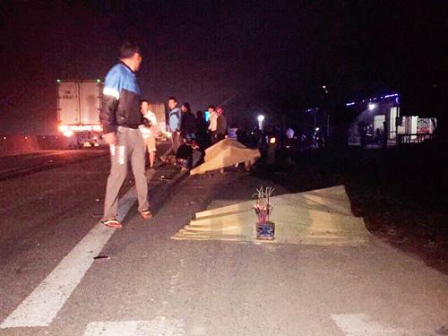 Hiện trường vụ tai nạn khiến 3 nam sinh lớp 11 tử vong - Ảnh: VNN