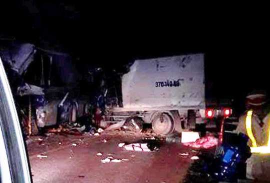 Hiện trường vụ tai nạn xảy rạng sáng ngày 20-3 trên tuyến đường Hồ Chí Minh qua Thanh Hóa