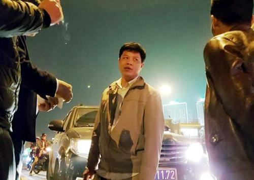 Tài xế xe biển xanh Nguyễn Duy Thanh đã bị khởi tố để điều tra về hành vi chống người thi hành công vụ - Ảnh: Facebook
