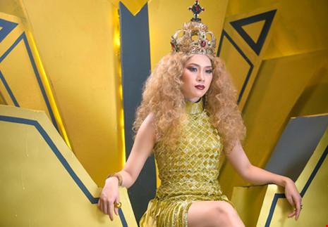 Mỹ Tâm biến thành nữ hoàng trong MV