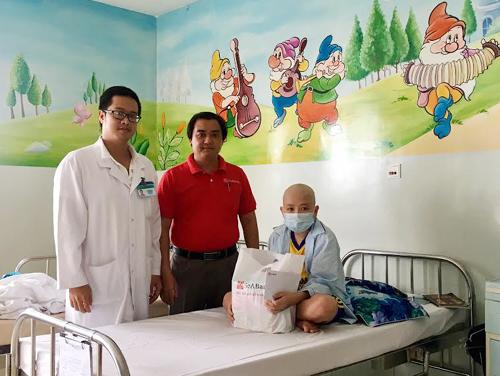 SeABank đồng hành hỗ trợ bệnh nhân ung thư - Ảnh 1.