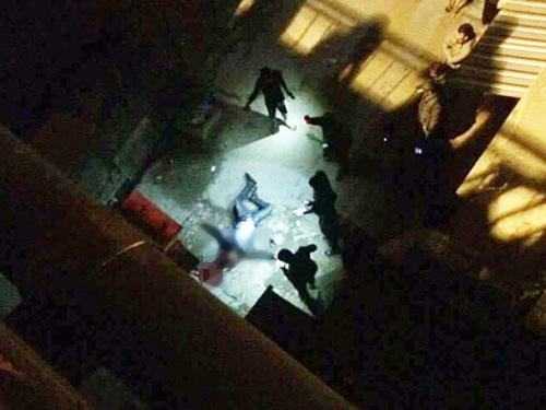 Nam thanh niên rơi từ trên cầu Chương Dương xuống dưới đất tử vong tại chỗ - Ảnh: CAND