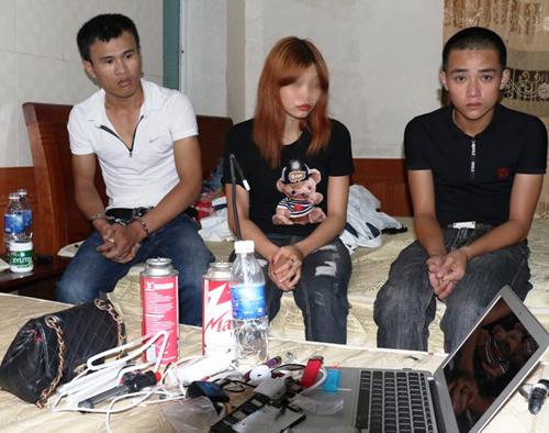 Thiếu nữ cùng 2 thanh niên rủ nhau vào khách sạn đập đá - Ảnh 1.