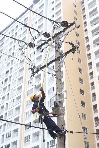 Ngành điện TP HCM tổ chức hội thi thợ giỏi - Ảnh 1.