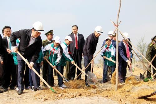 """Chủ tịch nước tham gia trồng cây tại lễ phát động Tết trồng cây """"Đời đời nhớ ơn Bác Hồ"""""""