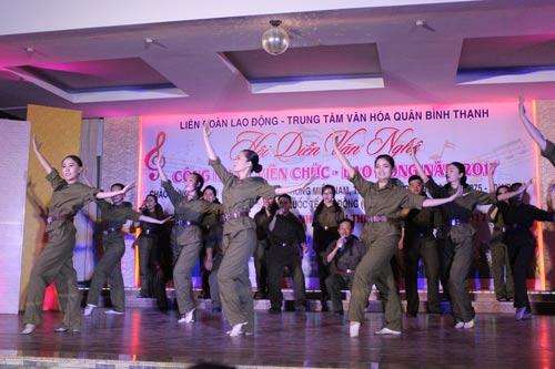 Một tiết mục được dàn dựng công phu của Công đoàn UBND phường 15, quận Bình Thạnh, TP HCM