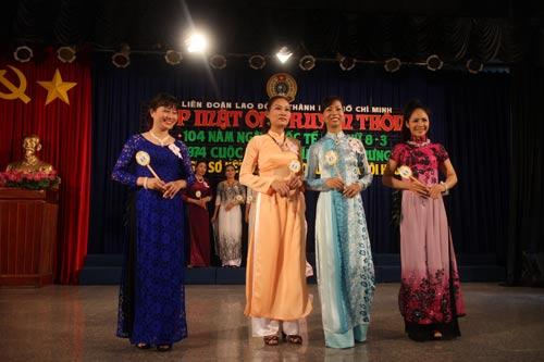 Biểu diễn thời trang áo dài do LĐLĐ TP HCM tổ chức
