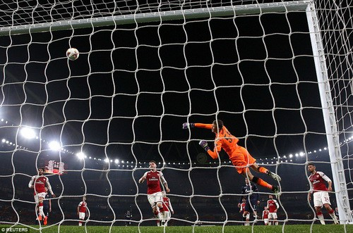 Arsenal mất điểm sân nhà, Everton bị loại khỏi Europa League - Ảnh 3.