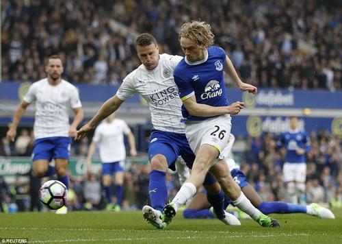 Tom Davies mở tỉ số cho Everton ở giây thứ 30