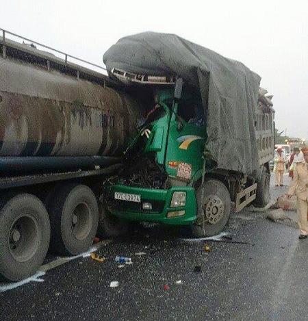 Hiện trường vụ tai nạn đặc biệt nghiêm trọng khiến 3 người thương vong