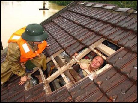 [eMagazine] Những trận lũ lụt kinh hoàng thời gian qua - Ảnh 4.