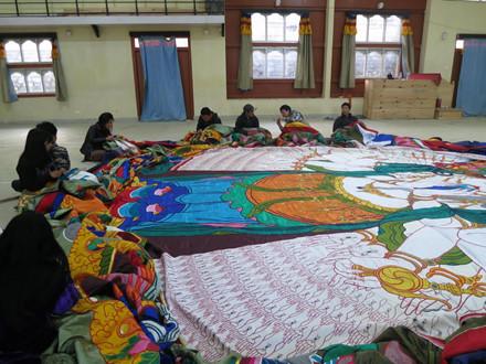 Bức tranh thực hiện dưới sự giám sát nghiêm ngặt của các bậc Thượng sư (Rinpoche) và chư Tăng cao cấp