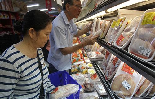 Người Việt chuộng mua sắm sản phẩm tươi sống - Ảnh 1.