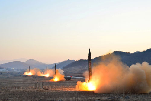 Tình báo Mỹ đã bị bất ngờ trước vụ Triều Tiên phóng 4 tên lửa hôm 6-3 vừa qua Ảnh: KCNA