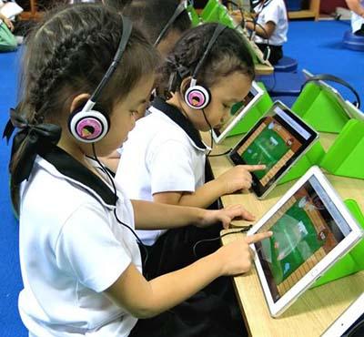 Trẻ mẫu giáo ở Thái Lan học chương trình trực tuyến của Công ty Taamkru Ảnh: NIKKEI