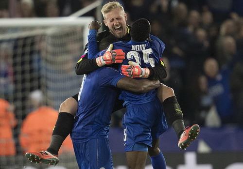 Schmeichel đưa Leicester vào tứ kết Champions League