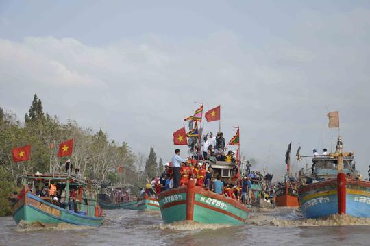 Nghinh Ông là lễ hội văn hóa đặc sắc của ngư dân Bạc Liêu. Ảnh: Bích Như