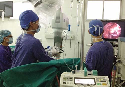Một ca phẫu thuật u não tại Bệnh viện Việt Đức