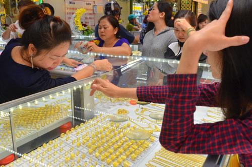 Thị trường vàng trong nước vẫn ổn định dù giá tăng Ảnh: Tấn Thạnh
