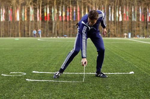 Vi phạm bản quyền, FIFA mất 100 triệu USD vì sơn xịt tự hủy - Ảnh 2.